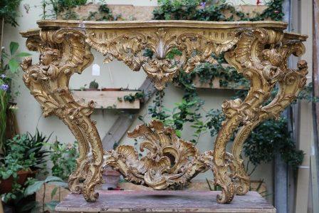 Restauro integrativo: Console intagliata e scolpita in legno . Epoca  Luigi XV- Rococò