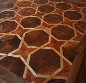 Verniciatura pavimento in legno antico con olio, resine naturali e cere.