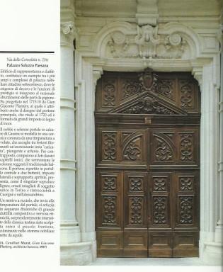 Portone antico in legno a Torino