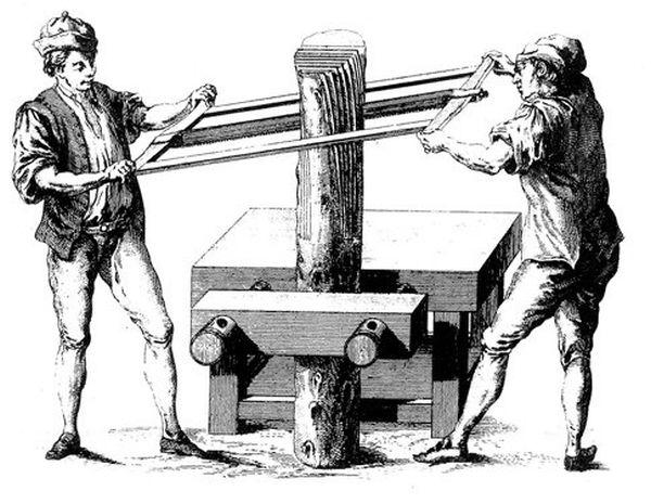 Segaccio a mano usato per suddividere il tronco di legno in fogli di lastronatura.