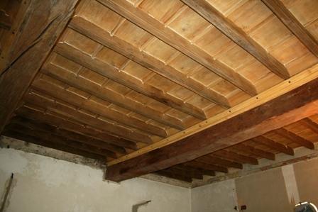 Soffitto ligneo durante il restauro