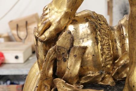 Restauro statua in legno dorata